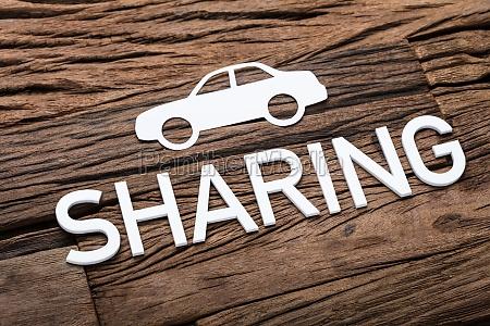 papierauto und teilen von text auf