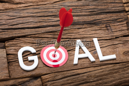 red arrow in dartboard with goal