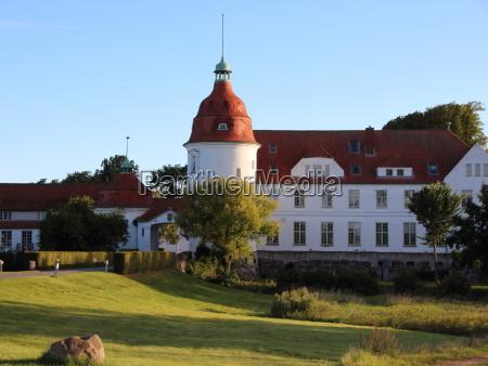 schloss nordborg daenemark bei sonnenuntergang mit
