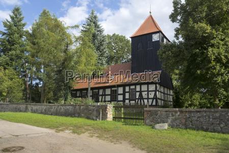 historische fachwerkkirche in bredereiche ostdeutschland
