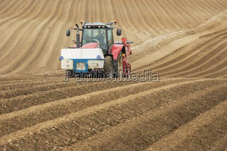 maenner mann fahrt reisen landwirtschaftlich farbe