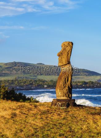 moai in ahu hanga kioe at