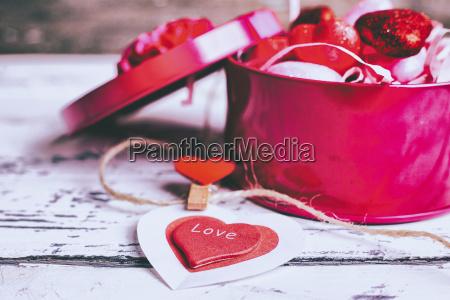 oeffnen sie schachtel valentinsgrussherzen und dekoration