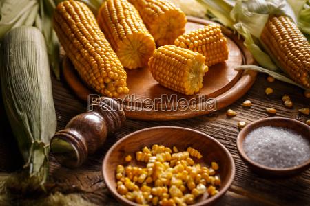 gekochtem mais