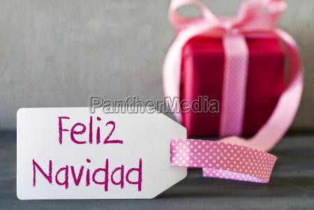 pink gift label feliz navidad means