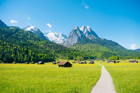 bergpanorama bei garmisch partenkirchen