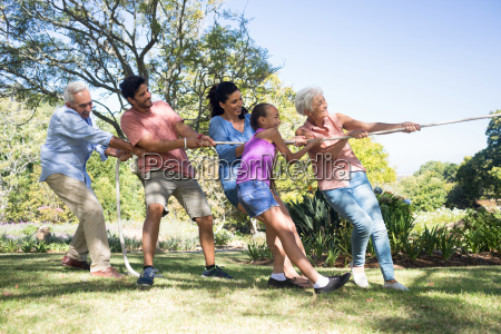 familienspielschlepper im park