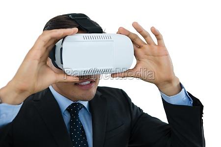 nahaufnahme des geschaeftsmannes der vr brille