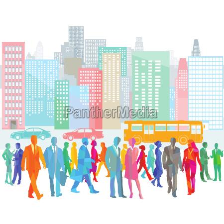 grosse stadt mit menschenmenge und strassenverkehr