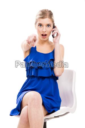 schoenheit die telefonisch spricht