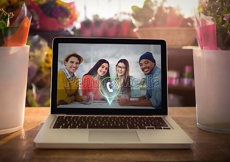 laptop auf dem tisch mit videoanruf