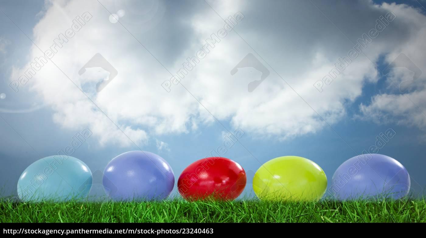 ostereier, vor, blauem, himmel - 23240463