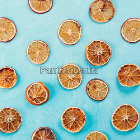 muster mit getrockneten orange scheiben auf