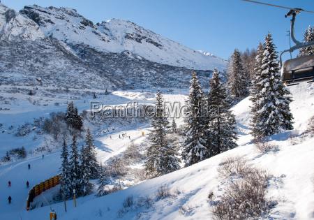 skigebiet in den dolomitenalpen mit blick