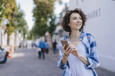 smiling woman with cell phone in