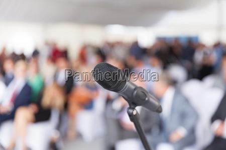 geschaeftspraesentation unternehmenskonferenz mikrofon