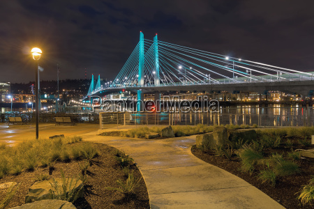 tilikum crossing by the waterfront aty