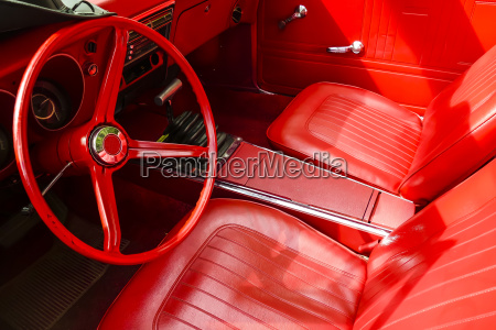 restaurierter cabrio in rot