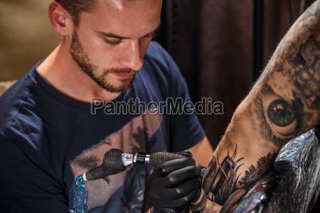 tattoo kuenstler hautnah