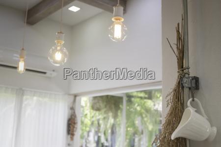 minimaler stil interieur mit vintage gluehbirnen