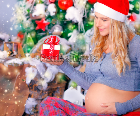 pregnant woman with christmas gift