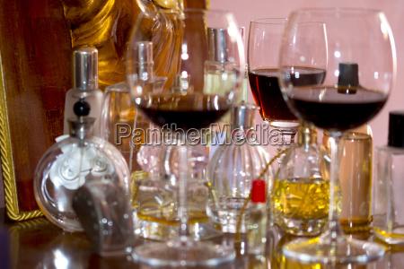 glas becher trinkgefaess kelch tasse farbe