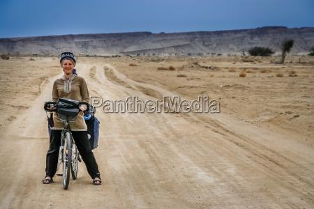 frau fahrt reisen freizeit lebensstil weiblich