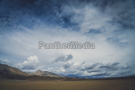 vast open spaces of tibetan plateau