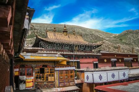 tibetan monastery in shigatse in central