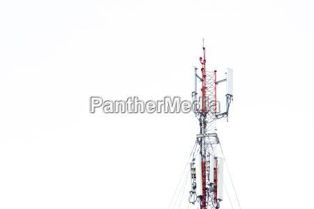 mobilfunk kommunikationsturm UEbertragungssignal mit blauem himmel