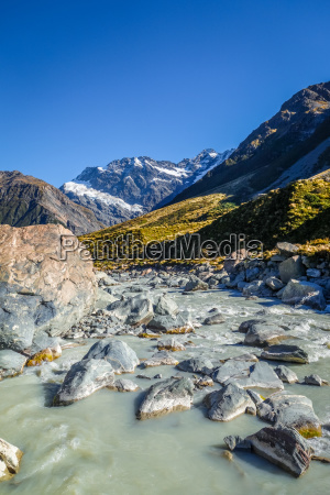 gletscherfluss in hooker valley track mount