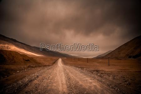 road through the tibetan plateau