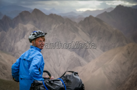 cyclist in tibet