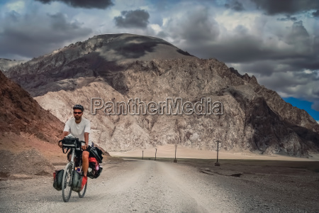 cycle touring in tibet
