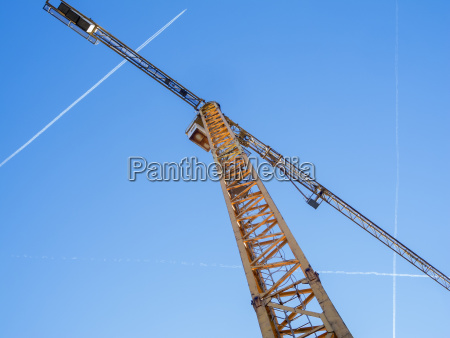 tower crane with contrails