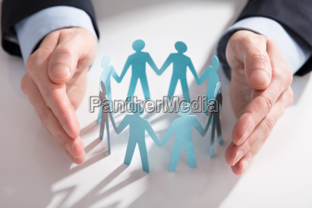 businessperson will papierabschuetters abschneiden