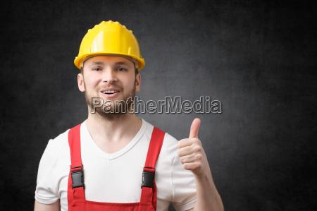 glueckliche arbeitskraft die daumen zeigt up