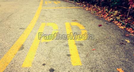 reservierter parkplatz in italien durch gelbe