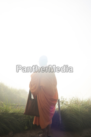 thailand phu chi fa buddhistischer moench