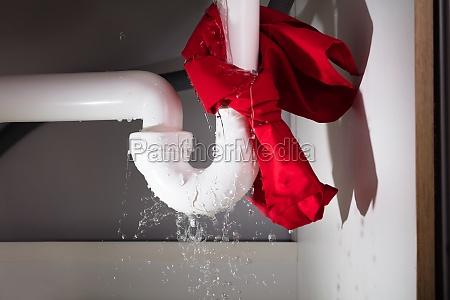 rote serbe unter der leakage sink