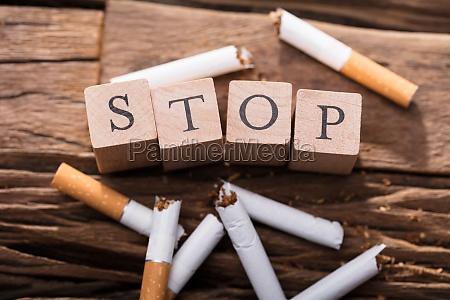 zigarette und hoelzerne bloecke die endwort
