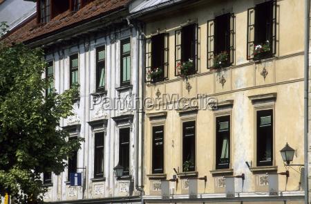 fassaden historischer hauser in skofja loka