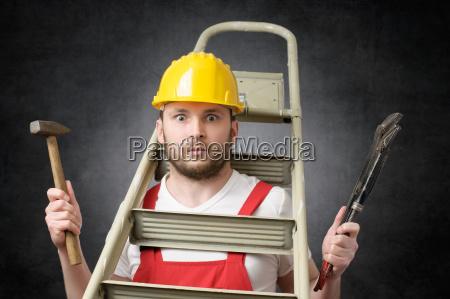 clumsy arbeiter mit werkzeugen