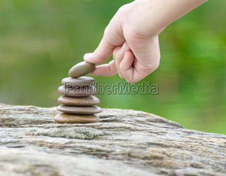 hand gelegt stein bauen einen haufen