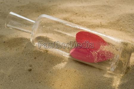 stilleben symbolisch farbe romantisch strand ferne