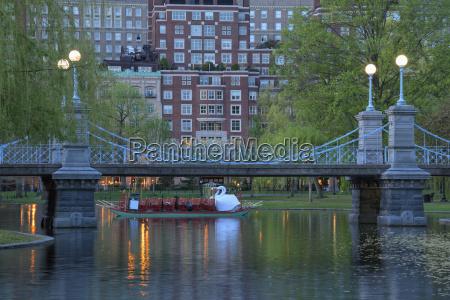 boston public garden at dawn
