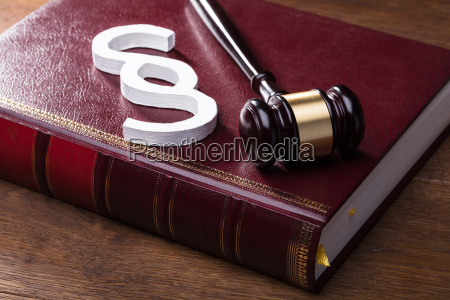 paragraph symbol mallet and law book