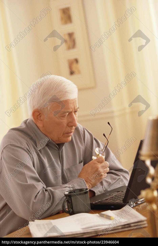 senior, am, laptop, arbeiten - 23946604