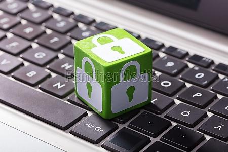 sperren symbol block ueber die laptop