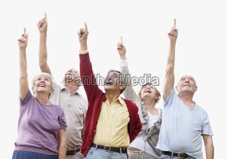 gruppe senioren die oben zeigen